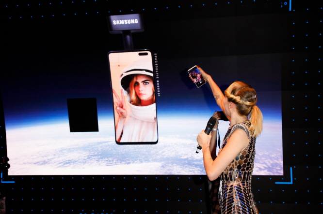Samsung Sends Galaxy S10 5G into Orbit for 'Space Selfie'