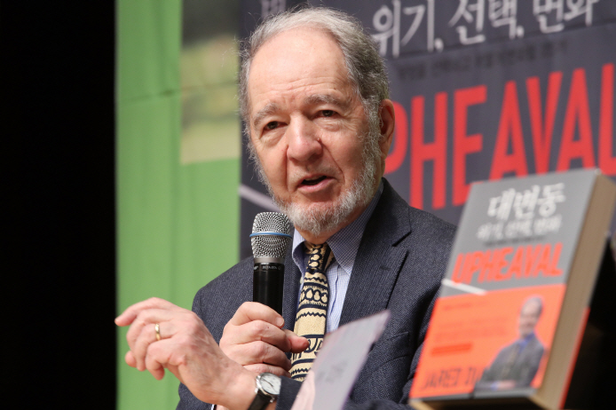 Jared Diamond speaks during a press conference in Seoul on Oct. 31, 2019. (Yonhap)