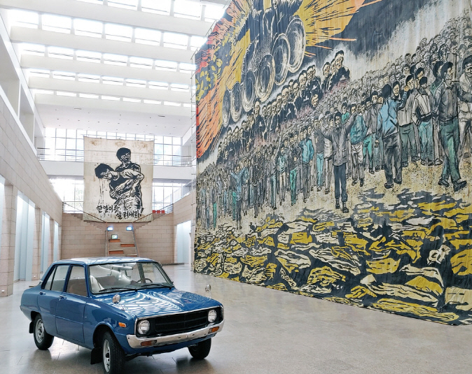 """An exhibition room at the National Museum of Modern and Contemporary Art in Gwacheon for its exhibition """"The Square."""" (Yonhap)"""