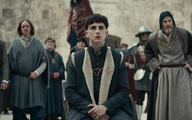 """A scene from """"The King."""" (image: Netflix)"""