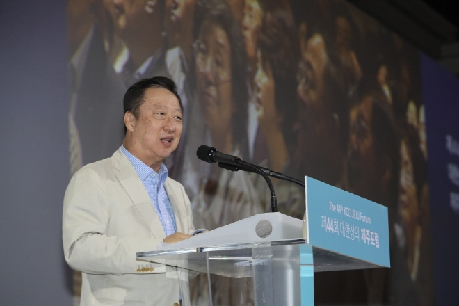 Park Yong-man, chairman of the Korea Chamber of Commerce and Industry, speaks at a forum at Hotel Shilla on the southern resort island of Jeju on Jul. 17, 2019. (Yonhap)