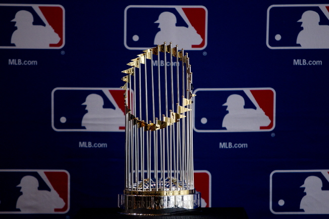 2001 World Series Trophy to Visit Seoul