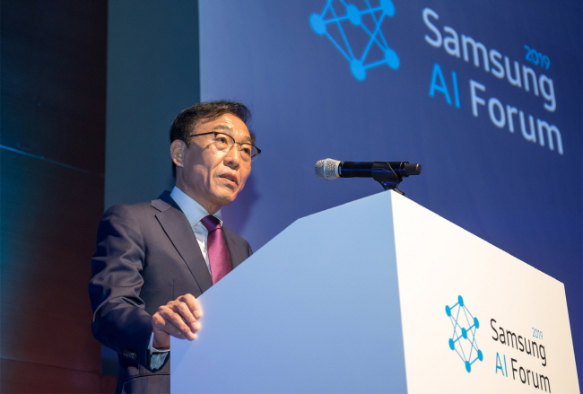 Kim Ki-nam, head of Samsung Electronics Co.'s device solutions division, delivers an opening speech for the company's artificial intelligence forum held at Samsung Seocho Office on Nov 4, 2019. (image: Samsung Electronics)