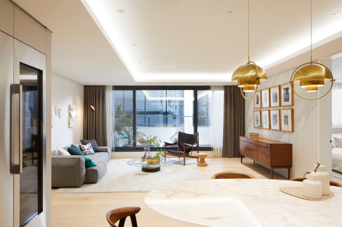 The interior of its ACRO premium apartment displayed at a show room in Seoul. (image: Daelim Industrial Co.)