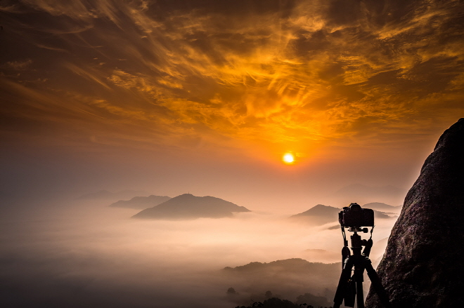 Photographers Flock to Okcheon Unmudae Observatory for Sunrise Views