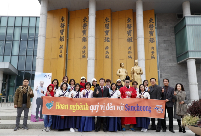 Vietnamese tourists visiting Sancheong County. (image: Sancheong County Office)