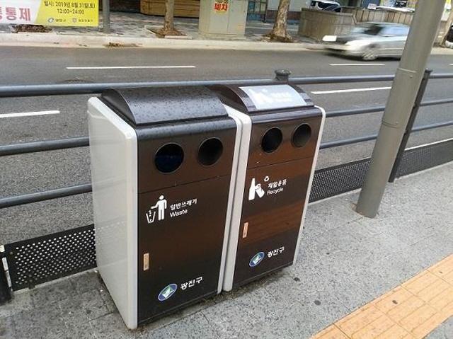 Seoul Debates Installing More Sidewalk Trash Bins
