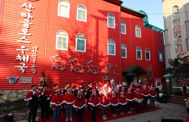 Hwacheon Santa Claus Post Office Attracts 10,000 Visitors