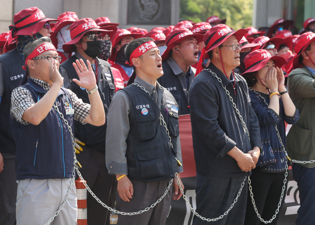 Unionized workers of Daewoo Shipbuilding & Marine Engineering Co. at the company's shipyard in Geoje, South Gyeongsang Province on June 3, 2019. (Yonhap)
