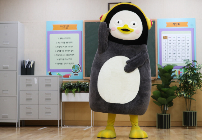 Pengsoo at a studio at Educational Broadcasting System in Goyang, northwest of Seoul. (Yonhap)