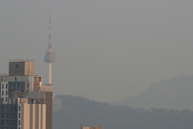 The risk of death from ischemic heart disease and cerebrovascular disease increased significantly depending on ultrafine dust levels.(Yonhap)