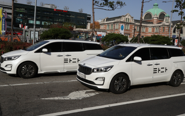 Tada is a rental van-hailing service operated by VCNC, a subsidiary of car-sharing startup SoCar. (Yonhap)