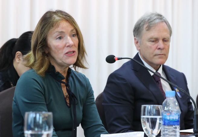 Cindy Warmbier (L), mother of American student Otto Warmbier, who died soon after being released by North Korea, speaks during a press conference in Seoul on Nov. 22, 2019. Next to her is Fred Warmbier, father of Otto. (Yonhap)