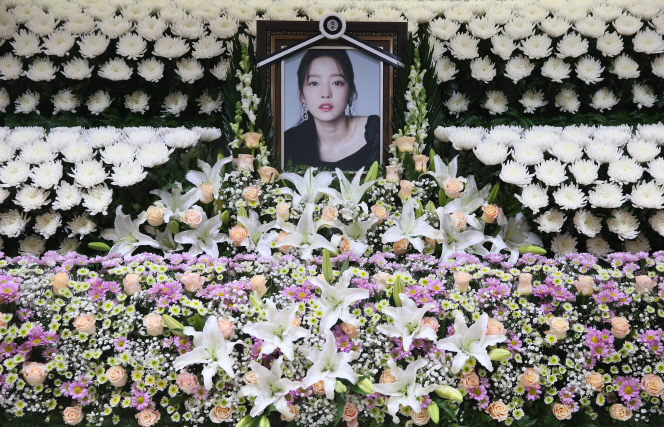 A memorial altar for K-pop star Goo Ha-ra at Seoul St. Mary's Hospital in Seoul, South Korea on Nov. 25, 2019. (Yonhap)