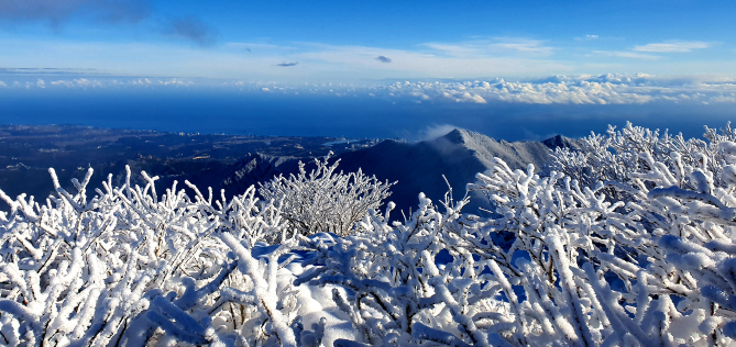 Mount Seorak Transformed into a Land of Snow