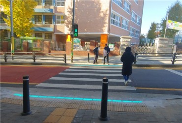 Seoul City Trials In-ground Traffic Lights for Smartphone Zombies