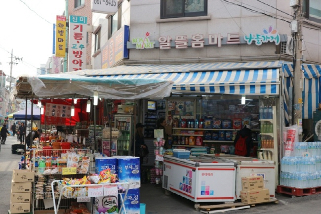 Amid gloomy economic circumstances, a number of neighborhood stores are closing down. (image: Ministry of Culture, Sports and Tourism)