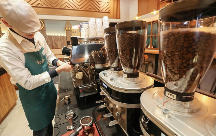 Coffee Shops Lead Growth in Food Service Industry