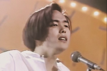 Return of Long-forgotten Singer Yang Joon-il Brings Middle-aged Fans to Music Scene