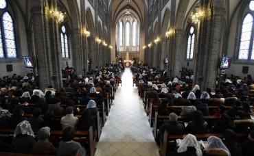Christmas Mass, Markets Set for Yuletide