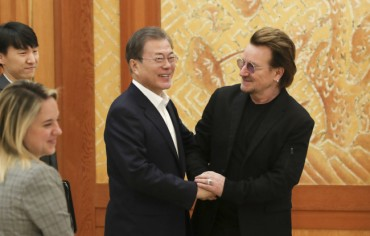 Moon Meets U2 Rock Band Leader at Cheong Wa Dae