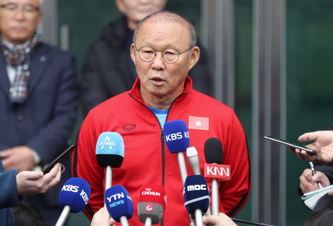 Vietnam Men's Football Coach Gives Players Taste of His Home in S. Korea
