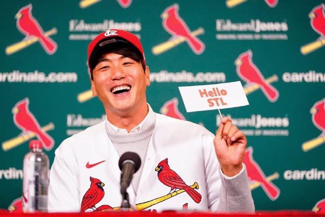 St. Louis Pitcher Kim Kwang-hyun Blocking Out Noise Ahead of 'Rookie' MLB Season