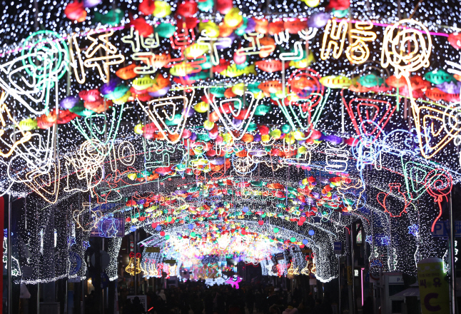 27,000 Fish-shaped Lanterns Light Up Hwacheon Ahead of Ice Fishing Festival