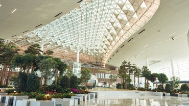 Incheon Airport Plant Clinic Brings Landscaping to Life