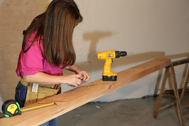 Korean Women Take Hands on Approach to Home Improvement
