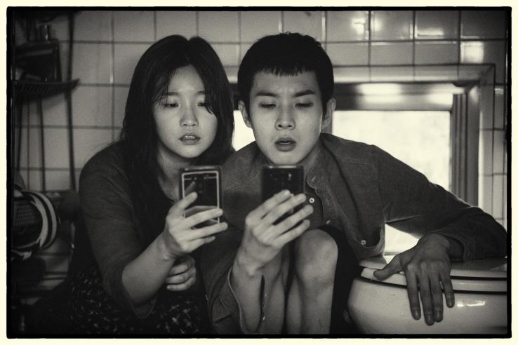 Black-and-white Version of 'Parasite' to Hit S. Korean Theaters Next Month
