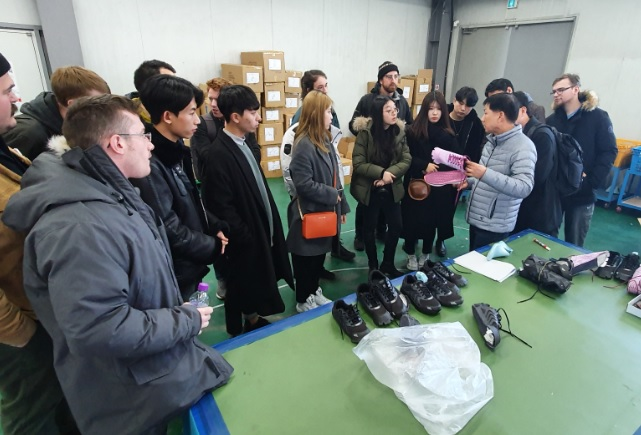 American Students Visit Busan to Learn About Korean Footwear