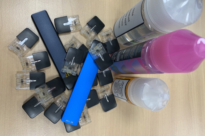 Liquid type e-cigarettes. (Yonhap)