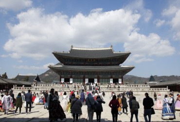 Joseon Palaces, Tombs Draw Record Number of Visitors in 2019