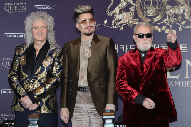 British rock band Queen pose for photos during a press conference in Seoul on Jan. 16, 2020. (Yonhap)