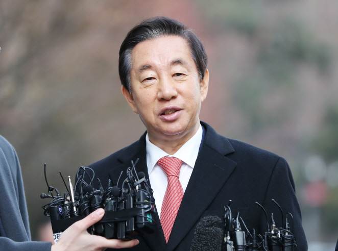 Rep. Kim Sung-tae of the Liberty Korea Party speaks to reporters ahead of attending a ruling at the Seoul Southern District Court on Jan. 17, 2020. (Yonhap)
