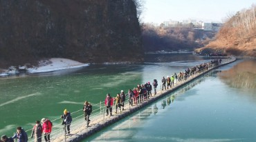 Cheorwon Hantan River Ice Trekking Festival Ends in Success