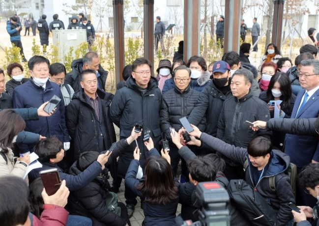 Residents of Jincheon hold a news conference on Jan. 31, 2020, to announce their decision not to oppose the government's plan to accommodate Korean evacuees from Wuhan at a facility in the town. (Yonhap)
