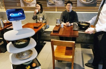 Food-serving Robot Introduced at Local Restaurant