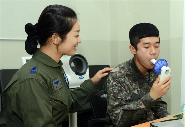 Smokers accounted for 40.7 percent of all service members, down by 0.3 percentage points since 2018. (image: ROK Air Force 17th Fighter Wing)