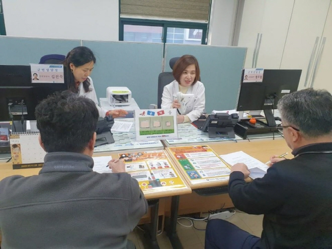 Jincheon County Volunteer to Help Wuhan Evacuees Quit Smoking