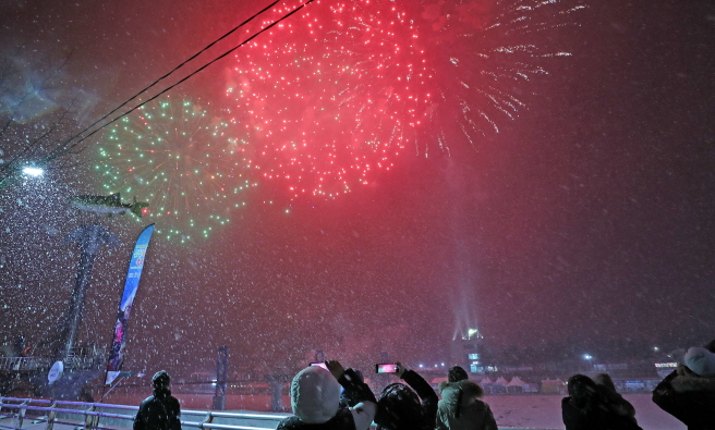 Fireworks illuminate the sky over Hwacheon during the closing ceremony of the 2020 Hwacheon Sancheoneo Ice Festival in Hwacheon, northeast of Seoul, on Feb. 16, 2020. (Yonhap)
