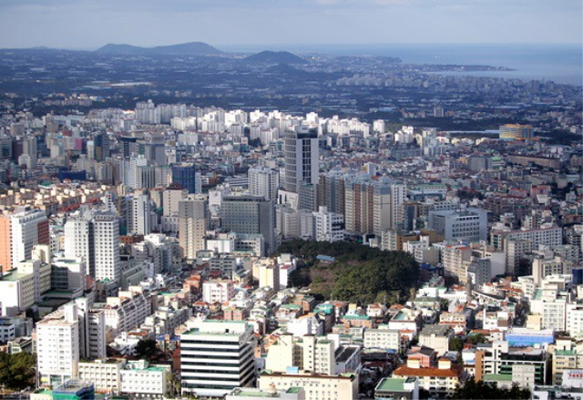 Jeju's Luster Fading as Seoulites Return Home