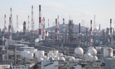Oil Crash Dims Q1 Earnings Outlook for Refiners, Chemical Firms