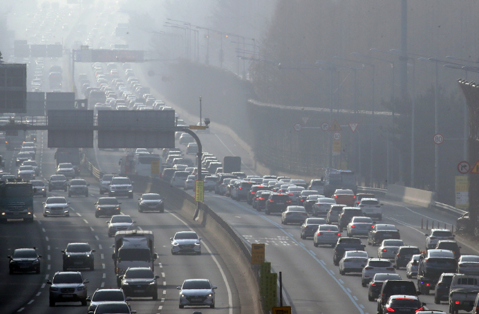 Fine Dust Reaches Maximum Level Shortly After Morning Commuting Hours