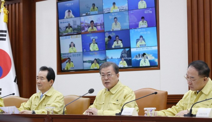 President Moon Jae-in speaks at a meeting held to discuss measures against the new coronavirus on Jan. 30, 2020. (Yonhap)