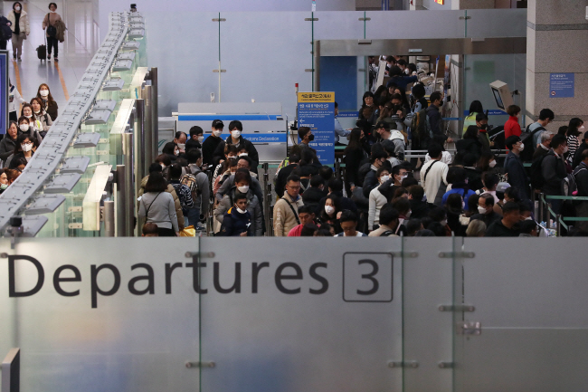 South Koreans face travel restrictions as new coronavirus cases spike