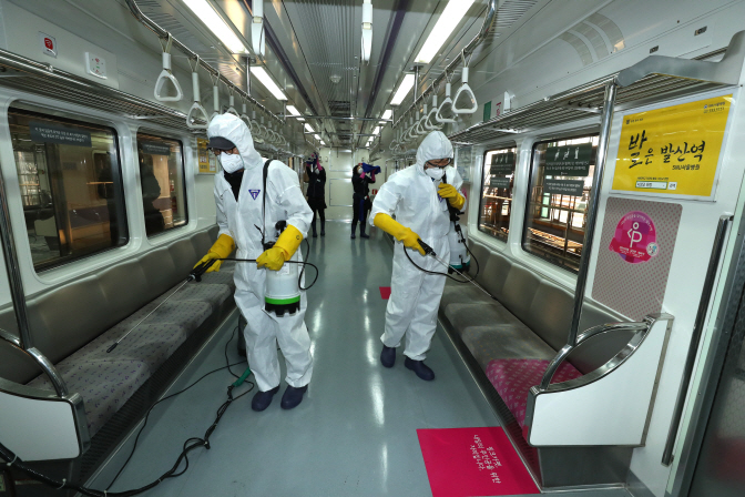 Health officials disinfect a subway carriage at a terminal in eastern Seoul on Feb. 3, 2020. (Yonhap)
