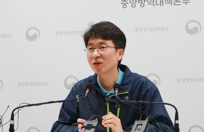 Park Young-joon, a head of an epidemiology and case management team under the Korea Centers for Disease Control & Prevention (KCDC)'s central disaster headquarters set up to tackle the new coronavirus, on Feb. 12, 2020. (image: KCDC)