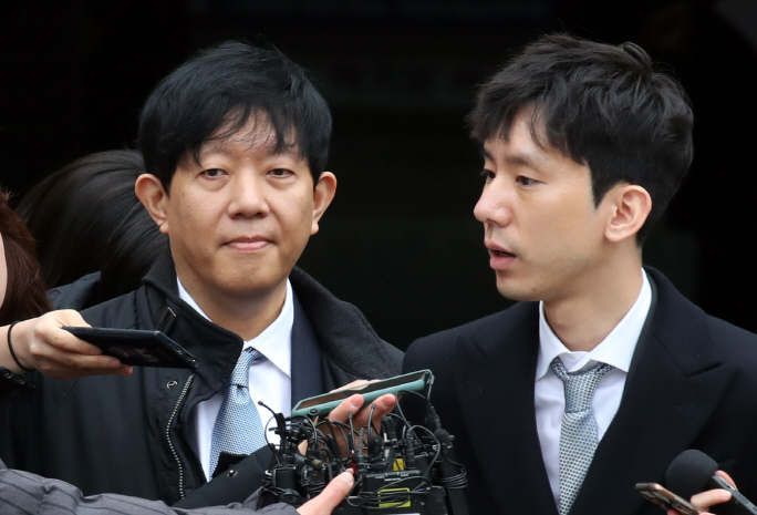 Lee Jae-woong (L), the chief of car-sharing app operator SoCar, and Park Jae-uk, who leads SoCar's subsidiary Value Creators & Company, answers questions from reporters on Feb. 19, 2020, after a Seoul court acquitted them over illegality of the app-based business. (Yonhap)